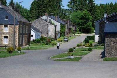 2010 - Bagimont - été - rue village (JM Verday Ardenne namuroise) .JPG